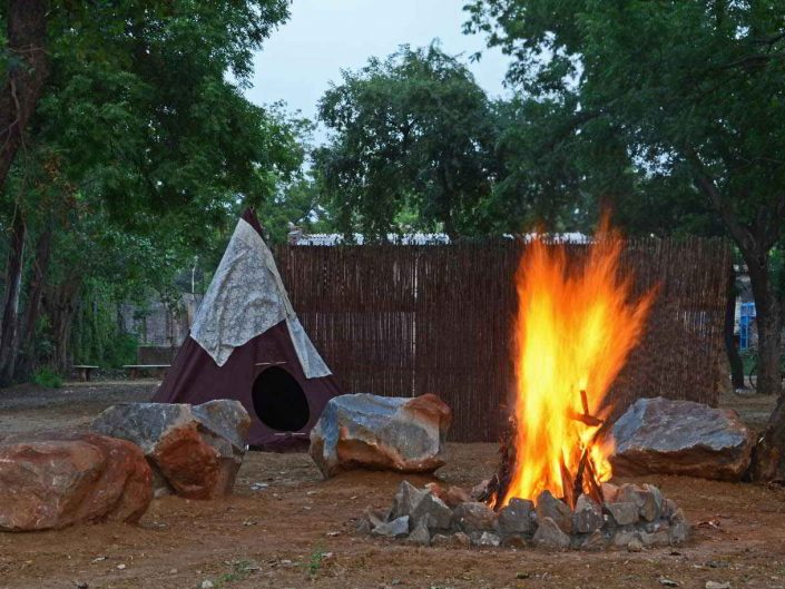 Camp – Bonfire with Rocks